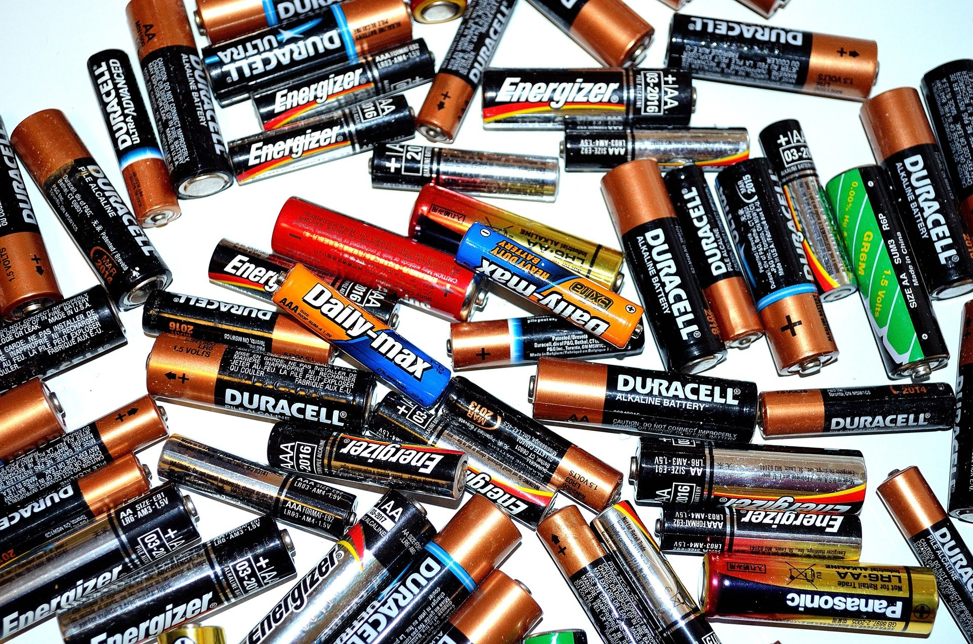 How to throw away batteries